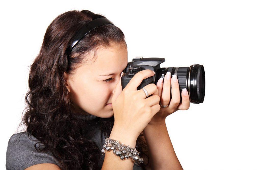 Fotografin beim fotografieren